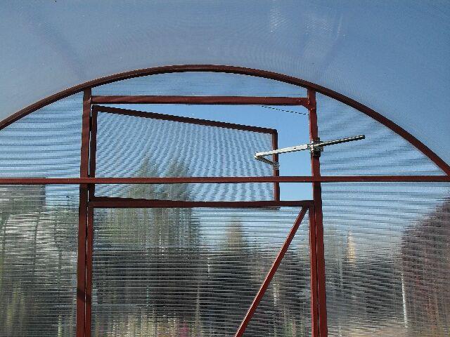 Механизм открытия форточки в теплице